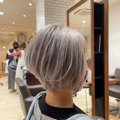 ホワイトグレージュ ショートヘア ブリーチ ストリート ヘアスタイルや髪型の写真・画像