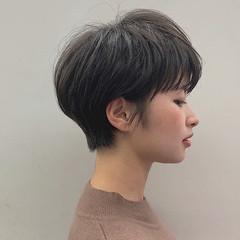 アッシュグレー ショート 前髪 暗髪 ヘアスタイルや髪型の写真・画像