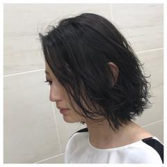 簡単スタイリング 黒髪 ナチュラル ゆるふわパーマ ヘアスタイルや髪型の写真・画像