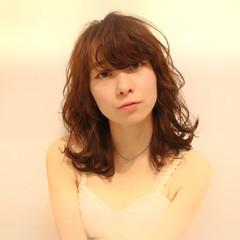 グレージュ パーマ 前髪あり 外国人風 ヘアスタイルや髪型の写真・画像