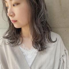 セミロング 透け感ヘア デザインカラー ナチュラル ヘアスタイルや髪型の写真・画像
