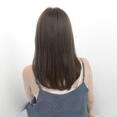 グレージュ ナチュラル セミロング ストレート ヘアスタイルや髪型の写真・画像