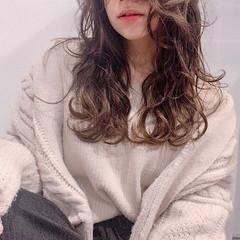 アウトドア ロング フェミニン 前髪あり ヘアスタイルや髪型の写真・画像