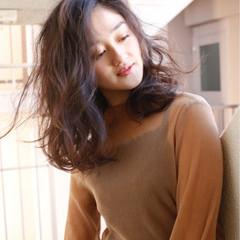 フェミニン パーマ デジタルパーマ ミディアム ヘアスタイルや髪型の写真・画像