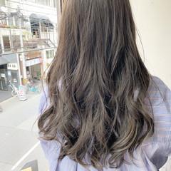アッシュグレージュ フェミニン オフィス ロング ヘアスタイルや髪型の写真・画像