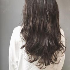 外国人風 ナチュラル ゆるふわ 暗髪 ヘアスタイルや髪型の写真・画像