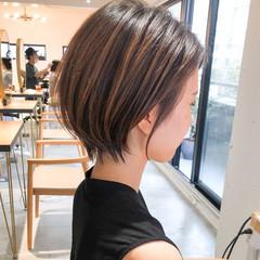 ショートヘア ナチュラル インナーカラー ショートボブ ヘアスタイルや髪型の写真・画像