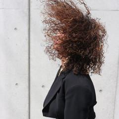 ミディアム ストリート スパイラルパーマ 外国人風パーマ ヘアスタイルや髪型の写真・画像