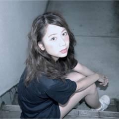 ナチュラル ミディアム ストリート 小顔 ヘアスタイルや髪型の写真・画像
