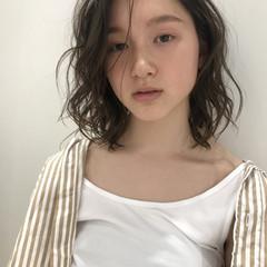 パーマ ミディアムレイヤー  ナチュラル ヘアスタイルや髪型の写真・画像