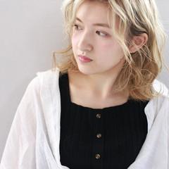 カジュアル ハイトーンカラー フェミニン アンニュイほつれヘア ヘアスタイルや髪型の写真・画像