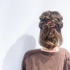 ヘアアレンジ ボブ フェミニン アウトドア ヘアスタイルや髪型の写真・画像