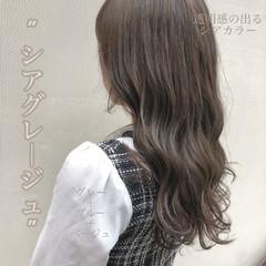 ロング グレージュ ネイビーブルー フェミニン ヘアスタイルや髪型の写真・画像