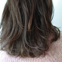 アッシュグレージュ パーマ アッシュ ナチュラル ヘアスタイルや髪型の写真・画像