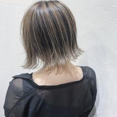 フェミニン バレイヤージュ グレージュ アッシュグレージュ ヘアスタイルや髪型の写真・画像