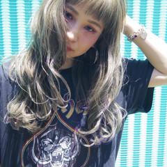 かっこいい セミロング グレージュ ガーリー ヘアスタイルや髪型の写真・画像