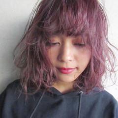 フェミニン ベリーピンク ピンクアッシュ ボブ ヘアスタイルや髪型の写真・画像