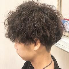 無造作パーマ メンズマッシュ スパイラルパーマ ストリート ヘアスタイルや髪型の写真・画像