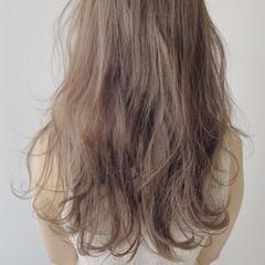 大人カラー ナチュラル ロング ミルクティーベージュ ヘアスタイルや髪型の写真・画像