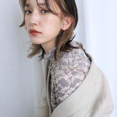 ミディアム バレイヤージュ インナーカラー グラデーションカラー ヘアスタイルや髪型の写真・画像