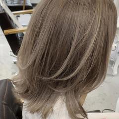 バレイヤージュ 透明感カラー レイヤーボブ ミルクティーベージュ ヘアスタイルや髪型の写真・画像