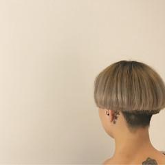 ショート グレージュ 個性的 マッシュ ヘアスタイルや髪型の写真・画像