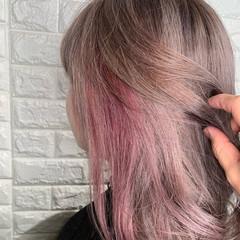 ヘアアレンジ ピンクベージュ インナーカラー ミルクティーグレージュ ヘアスタイルや髪型の写真・画像