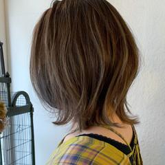 ミディアム アッシュグレージュ グレージュ ミルクティーグレージュ ヘアスタイルや髪型の写真・画像