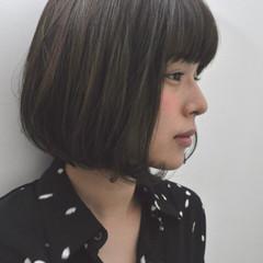 くせ毛風 切りっぱなし ナチュラル 暗髪 ヘアスタイルや髪型の写真・画像