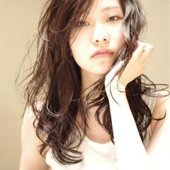 モード 黒髪 外国人風 くせ毛風 ヘアスタイルや髪型の写真・画像