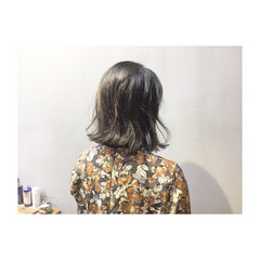外ハネ アッシュ パープル ナチュラル ヘアスタイルや髪型の写真・画像