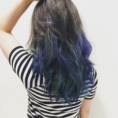 セミロング ダブルカラー グラデーションカラー ブルー ヘアスタイルや髪型の写真・画像