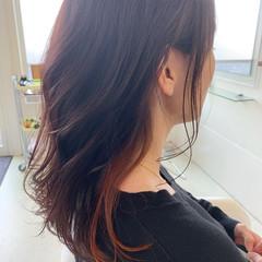 ナチュラル アンニュイほつれヘア インナーカラー 巻き髪 ヘアスタイルや髪型の写真・画像