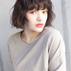 フリンジバング デート 前髪あり パーマ ヘアスタイルや髪型の写真・画像