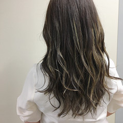 ホワイトハイライト ヘアアレンジ ハイライト オフィス ヘアスタイルや髪型の写真・画像