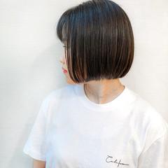 ショートヘア ナチュラル ミニボブ 切りっぱなしボブ ヘアスタイルや髪型の写真・画像