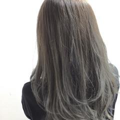 セミロング アッシュ ガーリー グレージュ ヘアスタイルや髪型の写真・画像