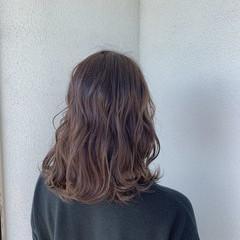 セミロング ヘアカラー 透明感カラー カット ヘアスタイルや髪型の写真・画像