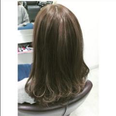 グレージュ ロング ストリート カール ヘアスタイルや髪型の写真・画像