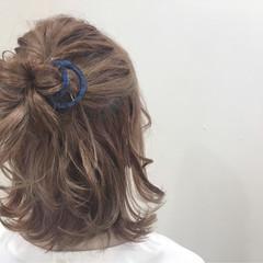 ガーリー ミディアム ミルクティー ハイトーン ヘアスタイルや髪型の写真・画像