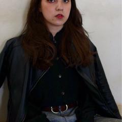 外国人風 暗髪 センターパート ロング ヘアスタイルや髪型の写真・画像