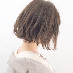 オフィス アンニュイほつれヘア 簡単ヘアアレンジ パーマ ヘアスタイルや髪型の写真・画像