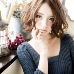 ミディアム グラデーションカラー ゆるふわ フェミニン ヘアスタイルや髪型の写真・画像