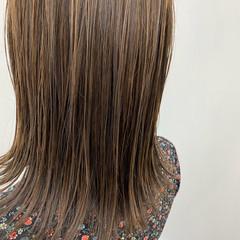 ミディアム ハイライト 外国人風カラー ベージュ ヘアスタイルや髪型の写真・画像