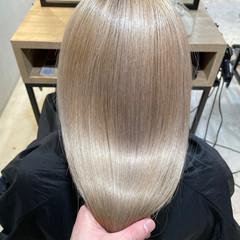 ブリーチカラー ガーリー オリーブベージュ ブリーチオンカラー ヘアスタイルや髪型の写真・画像