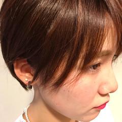 小顔 ピンク 耳かけ ナチュラル ヘアスタイルや髪型の写真・画像