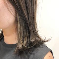 ミディアム インナーカラー ミディアムヘアー オリーブカラー ヘアスタイルや髪型の写真・画像