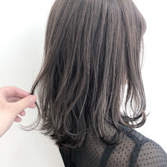 セミロング グレージュ ナチュラル インナーカラー ヘアスタイルや髪型の写真・画像