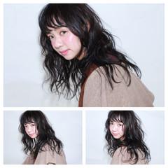 セミロング ゆるふわ パーマ 暗髪 ヘアスタイルや髪型の写真・画像