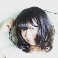 ミディアム ゆるふわ 暗髪 カール ヘアスタイルや髪型の写真・画像